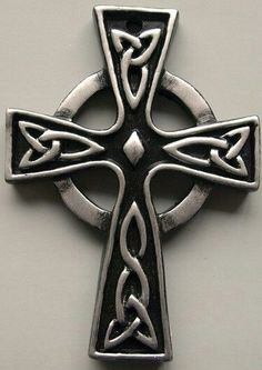 Malty Cross Photo: a celtic cross that is believed to keep spirits at bay. Irish Symbols, Celtic Symbols, Celtic Art, Celtic Crosses, Celtic Knots, Simbolos Tattoo, Body Art Tattoos, Tatoos, Cross Tattoo Designs