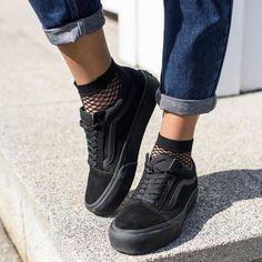 ideas for basket vans noir Black Vans Outfit, All Black Vans, All Black Sneakers, Shoes Sneakers, Shoes Heels, Vans Old Skool Outfit, Vans Shoes Outfit, Vans Shoes Old Skool, Buy Shoes