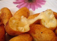 Bolinho-de-mandioca-recheado-com-queijo