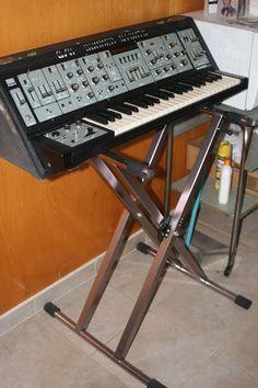 MATRIXSYNTH: YMCA/Donna Summer Roland SH-5 Monophonic Synthesiz...
