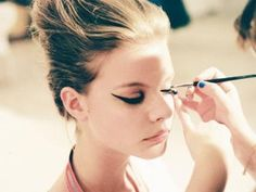 7 Tips for Wearing Liquid Eyeliner This Fall. Eyeliner application is still an unsolved mystery for me. Makeup Tips, Eye Makeup, Hair Makeup, Retro Makeup, Makeup Tutorials, Makeup Brushes, Makeup Ideas, Beauty Make Up, Hair Beauty