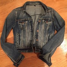 American Eagle Everyday Denim Jacket Size small. 100% cotton denim jacket. Antique brass hardware, side pockets. Like new. Offers welcome! American Eagle Outfitters Jackets & Coats Jean Jackets