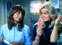 Farrah with Penny Marshall on Laverne and Shirley Farrah Fawcett, Penny Marshall, Cindy Williams, Shelley Hack, Laverne & Shirley, Catherine Bach, Kate Jackson, Cheryl Ladd, Debbie Reynolds