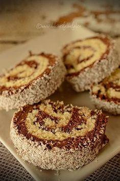 Mod de preparare Rulada de biscuiti cu nuca de cocos: Biscuitii se macina fin, dar e ok sa ramana si bucatele mai mari. Se adauga cacaoa si se amesteca bine. Punem apoi crema de ciocolata, putina esenta de rom si lapte putin cate putin pana obtinem o compozitie legata. In … Romanian Desserts, Romanian Food, Sweet Recipes, Cake Recipes, Dessert Recipes, Chocolate Deserts, Waffle Cake, Good Food, Yummy Food