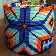 Tapestry Crochet, Knit Crochet, Knitting Patterns, Crochet Patterns, Native Beadwork, Boho Bags, Bargello, Knitted Bags, Purses And Bags