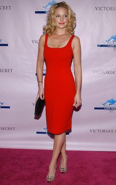 Katherine Heigl Cocktail Dress - Katherine keeps it simple in a figure flattering little red dress. Katherine Heigl, Red Fashion, Fashion Outfits, Scarlett And Jo, Little Red Dress, Fashion Photography Inspiration, Sexy Hot Girls, Woman Crush, Cut And Style