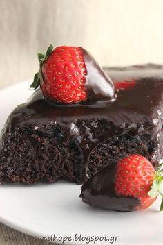 Ένα σοκολατένιο κέικ (νηστίσιμο) που κανείς δεν θα καταλάβει οτι δεν περιέχει αυγά. Πετυχαίνει πάντα και το αποτέλεσμα εντυπωσιάζει όποιον το δοκιμάσει! Dark Chocolate Cakes, Chocolate Muffins, Chocolate Flavors, Greek Sweets, Greek Desserts, Food Network Recipes, Food Processor Recipes, Cooking Recipes, Sweet Recipes