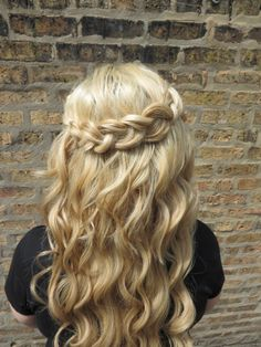 Hair by me! goldplaited finishing salon in Chicago, IL #waterfall #braid #beachwaves #summerhair #blonde #longhair #hairinspiration #hairenvy