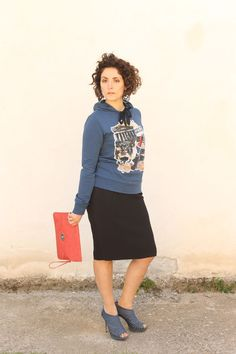Curvy outfit of the day A casual sweatshirt and a pencil skirt