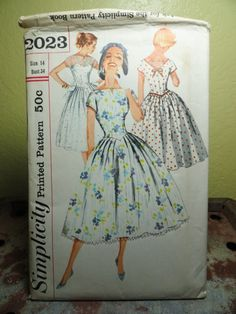 Vintage 50s Dress Pattern Simplicity 2023 Bust 34 V Back Full Swing Skirt.   16.00 92724086aedf