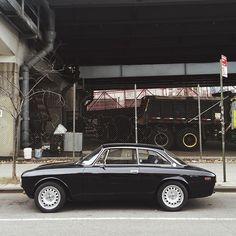 Alpha Romeo. Als ik het geld, de tijd en een garage had dan stond er zo eentje in. ♡