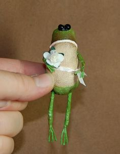 "photo by Love this frog from ""Outside the Box Primitives"" - she has some fantastic primitive dolls - check it out! Frog Crafts, Fairy Crafts, Doll Crafts, Animal Sewing Patterns, Doll Patterns, How To Make Toys, Frog And Toad, Soft Sculpture, Felt Animals"