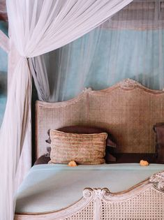 Find unique venues to celebrate, getaway and gather. A guide to gathering locations and events in communities in over 200 cities across the globe. Balinese Interior, Balinese Villa, Balinese Decor, Royal Blue Bedding, Hollywood Regency Bedroom, Living Room Decor, Bedroom Decor, Black Rooms, Moroccan Bedroom