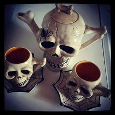 Skull tea pot