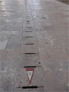 Parcours de visite de Dijon de la chouette Tile Floor, Sidewalk, Flooring, Rue, Recherche Google, Owls, Children, Side Walkway, Tile Flooring