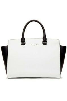 48d7fdea6c37 Michael Kors Bags with high discount