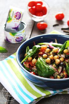 Salade de pois chiches, tomates et pousse d'épinard