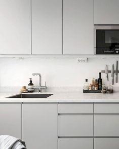 Awesome 50 Modern White Kitchen Design Ideas https://bellezaroom.com/2017/12/29/50-modern-white-kitchen-design-ideas/