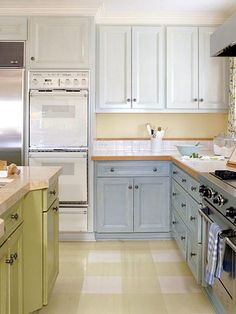 Very pale blue uppers or cream instead, light blue cabinets lowers paired with butter-yellow walls Walters (Neal) Craig The breakfast nook table could be painted green Kitchen Redo, New Kitchen, Kitchen Storage, Kitchen Remodel, Kitchen Tips, Kitchen Organization, Blue Cabinets, Upper Cabinets, Kitchen Cabinets
