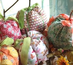 Bee In My Bonnet: Fall fabric pumpkins made from the Flower Patch fabric collection by Lori Holt of Bee in My Bonnet for Riley Blake Designs #rileyblakedesigns #flowerpatch #loriholt #beeinmybonnet #fabricpumpkin