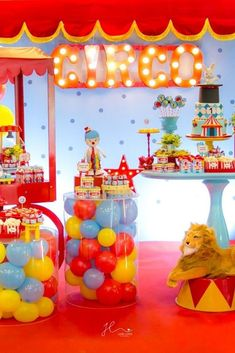 Circus Theme Birthday Party - PARTYLOVIN - Today we have a boy's circus birthday party round-up that will spark your imagination for sure. Carnival Themed Party, Carnival Birthday Parties, Birthday Party Decorations, Birthday Celebration, Boy Theme Party, Party Themes For Kids, Circus Theme Decorations, Theme Ideas, Dumbo Birthday Party