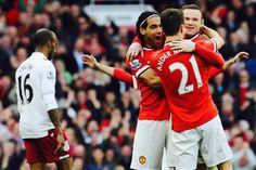 Na foto, os responsáveis pela vitória do United contra o Villa. 2 gols de Herrera, um de Rooney. Tem o Falcao também