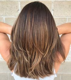 70 Brightest middle layered haircuts to whiten you - Haarschnitt halblang - Frisuren Medium Length Hair Cuts With Layers, Thick Hair Styles Medium, Medium Hair Cuts, Curly Hair Styles, Layers For Thick Hair, Medium Long Hair, Layered Cuts, Medium Cut, Medium Lengths