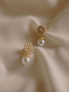 Jewelry Design Earrings, Gold Earrings Designs, Gold Jewellery Design, Cute Jewelry, Designer Earrings, Pearl Jewelry, Indian Jewelry, Wedding Jewelry, Jewelry Sets