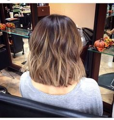 Must-See Short Hair Color Ideas – Love this Hair. Balayage hair color – I like this Balayage Hair Dark Short, Hair Color Balayage, Dark Lob, Dark Blonde, Balyage Short Hair, Brown Balayage Bob, Blonde Ombre, Short Dark Hair Highlights, Brunette Balayage Hair Short