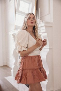Pink Skirt and a Pearl Clip - Barefoot Blonde by Amber Fillerup Clark Spring Outfits Women, Summer Outfits, Amber Fillerup Clark, Barefoot Blonde, Love Her Style, European Fashion, Feminine Style, Autumn Fashion, Fashion Outfits