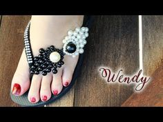 Chinelo decorado:💲Manta de pérolas😍 - YouTube Beaded Crafts, Bead Weaving, Flip Flops, Crochet Necklace, Slippers, Ribbon, Beads, Sandals, Shoes