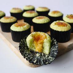 yellowfingers: {Recipe} Torched Pandan Salted Egg Yolk Cupcakes