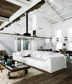 Old tobacco factory transformed into a industrial style loft