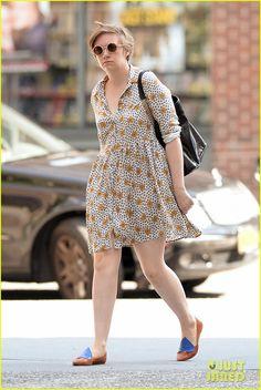 Lena Dunham: Lemonade Lady!