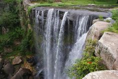 Zacatlán de las Manzanas, Puebla ¿Qué ver? la Cascada de San Pedro Atmatla, el Salto de Quetzalapa que es una cascada de 200 metros de altura, el Bosque de las piedras encimadas
