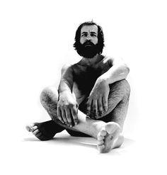 """Nascido na capital do Paraná, Paulo Leminski (1944-1989) foi um sujeito multifacetado. Romancista, tradutor, biógrafo, compositor, professor, jornalista, publicitário, além de faixa preta de judô, o curitibano entrou para também para a história como um dos grandes nomes da poesia brasileiro. Autor de livros cultuados e há tempos fora de catálogo, Leminski protagoniza um dos...<br /><a class=""""more-link""""…"""