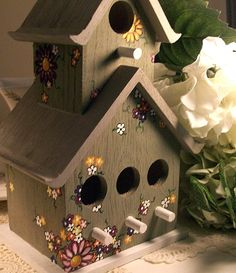 Items similar to Birdhouse- Hand Painted Birdhouse with Daisies on Etsy Decorative Bird Houses, Bird Houses Painted, Bird Houses Diy, Painted Birdhouses, Bird House Plans, Bird House Kits, House Painting, Diy Painting, Bird House Feeder