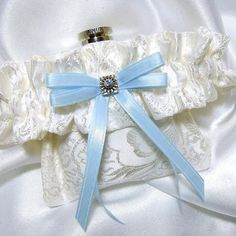 My bridesmaids will want these. (3 oz flask garter)