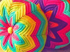 From Estraperlo: Crochet teacher (Quééé, cóóómo, crochet hook? Crochet Diy, Crochet Round, Crochet Home, Love Crochet, Beautiful Crochet, Crochet Crafts, Crochet Projects, Crochet Fabric, Crochet Owl Pillows