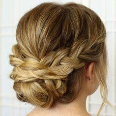 Le #chignon #tressé sur le côté vous apporte un style #bohème  #coiffure #monvanityideal #hairstyle