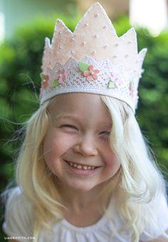 Felt and Lace Princess Crown Pink Felt Crown for Your Little PrincessPink Felt Crown for Your Little Princess Felt Diy, Handmade Felt, Felt Crafts, Kids Crafts, Sewing For Kids, Diy For Kids, First Birthday Crown, Birthday Crowns, Princess Birthday