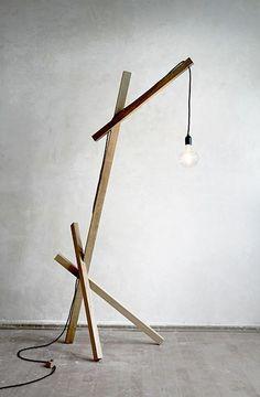 Die Stehlampe LUX01 vereint funktionelles Design mit der Objekthaftikeit einer Skulptur. Hier entdecken und kaufen: http://www.sturbock.me/
