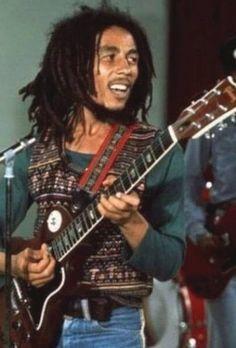 Bob Marley was buried with his red Gibson guitar, a Bible opened to Psalm 23 and a bud of marijuana in Jamaica Bob Marley Legend, Reggae Bob Marley, Rock Roll, Jamaica, Bob Marley Pictures, Marley Family, Robert Nesta, Nesta Marley, The Wailers