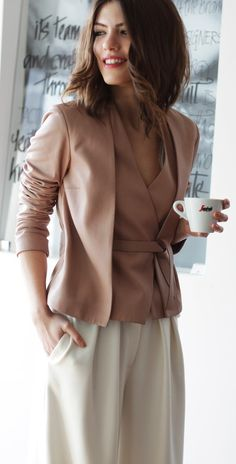 Very beautiful outfit. The pants are that antiqued cool white of the Soft Summer. The top probably is as well. It feels slightly pinkish or mauve, which almost always harmonizes with the Summer palettes, not Autumn. The blush and mauve flesh tones are in Soft Summer.