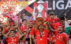 Luisão levanta o 35º título do Benfica! O 5º do capitão (2005, 2010, 2014, 2015, 2016).