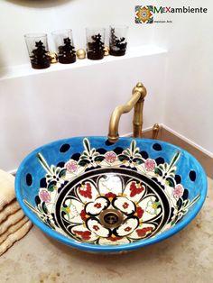 Design Waschbecken von Mexambiente in türkis handbemalt aus Mexiko  Modell: MEX7 Tulum  #badideen #badezimmer #landhaus #retrobad #muster #gästetoilette #gästebad #badeinrichtung #buntesbad #mexikanischewaschbecken #mexambiente #landhausstil #countrybad #mexicansink