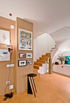 Owned by one of the founder of interior design firm Cirera+Espinet, this duplex apartment in Barcelona has very clever ideas for low budget renovations. Mariona Espinet and Cristina Cirera played with complete freedom and experiment with colors, textures and volumes – all with a relatively low investment of money. Really like the pegboard wall!
