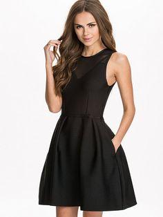 http://nelly.com/pl/odziez-dla-kobiet/odziez/sukienki-wieczorowe/samse-samse-803/lux-dress-803688-14/