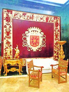 Repostero con el escudo de Navarra. Salon de Honor. CGEA Love's Labour's Lost, Madrid, Frame, Home Decor, Coat Of Arms, Lounges, Picture Frame, Decoration Home, Room Decor
