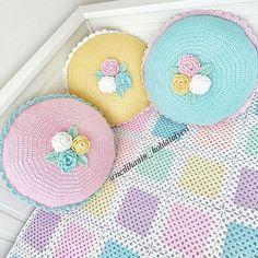 Tam da geçen yıl bugün paylaştığım ve Brezilya' ya gönderdiğim kırlentler ile #tbt  #örgü#tığişi#tigisi#elisi#elişi#knit#knitting#knitter#knittersofinstagram#crochet#crocheting#crochetlover#crochetaddict#yarn#yarnaddict#battaniye#bebekbattaniyesi#blanket#babyblanket#sipariş#siparişalınır#ceyiz#ceyizhazirligi#çeyiz#çeyizhazırlığı#ceyizönerisi#çeyizönerisi#order Crochet Cushions, Crochet Pillow, Crochet Motif, Baby Blanket Crochet, Crochet Designs, Crochet Flowers, Crochet Baby, Crochet Patterns, Crochet Toddler